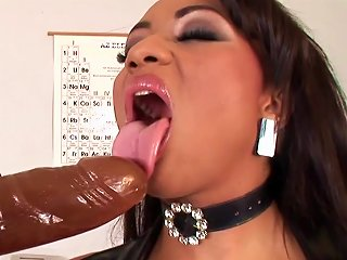 Big Booty Dunia Montenegro Poking Her Butthole With Dildo